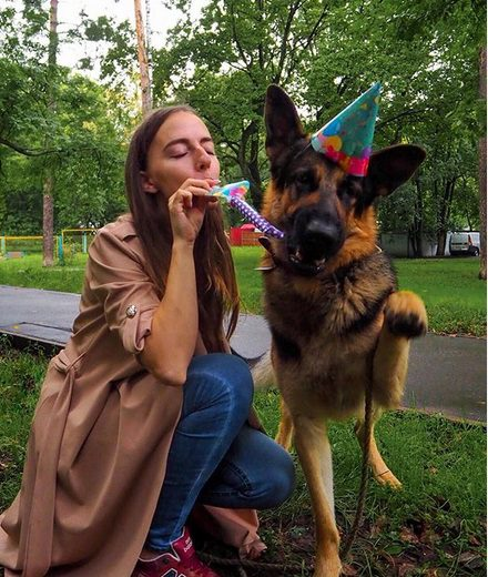 11 Cute Pictures Proving That All Girls Adore German Shepherds